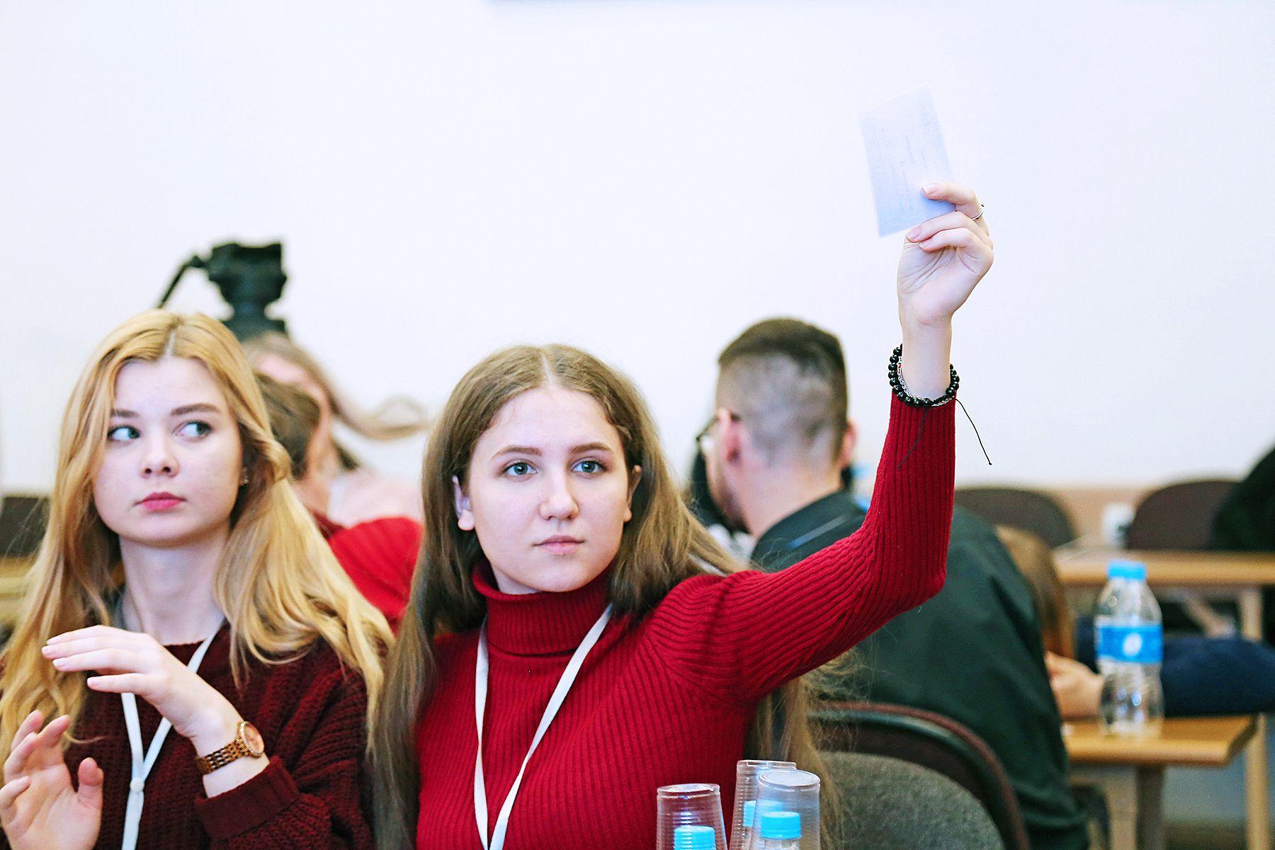 Студенты ВГУЭС показали отличные знания истории Владивостока и развития финансовых институтов в интеллектуальной игре от Банка России