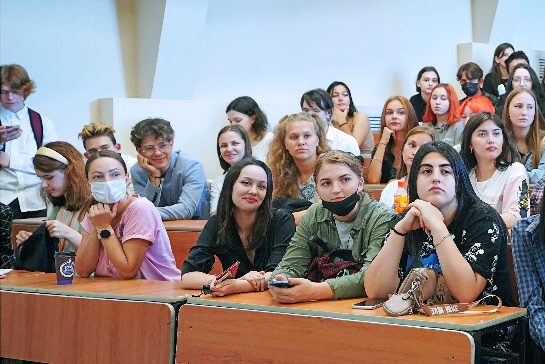 Флагман креативной индустрии региона: первокурсники выбрали Колледж индустрии моды и красоты ВГУЭС