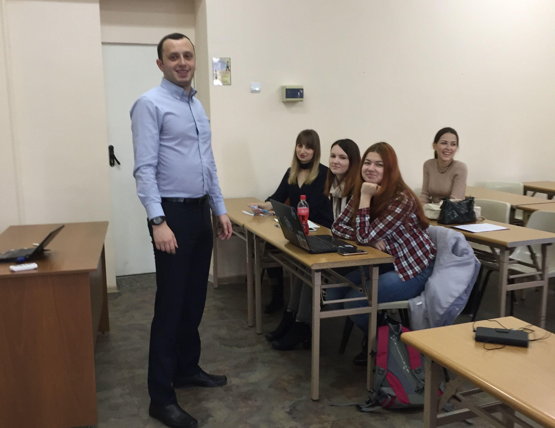 Выпускник специальности «Международные отношения» Дмитрий Александрович Реутов встретился со студентами-международниками