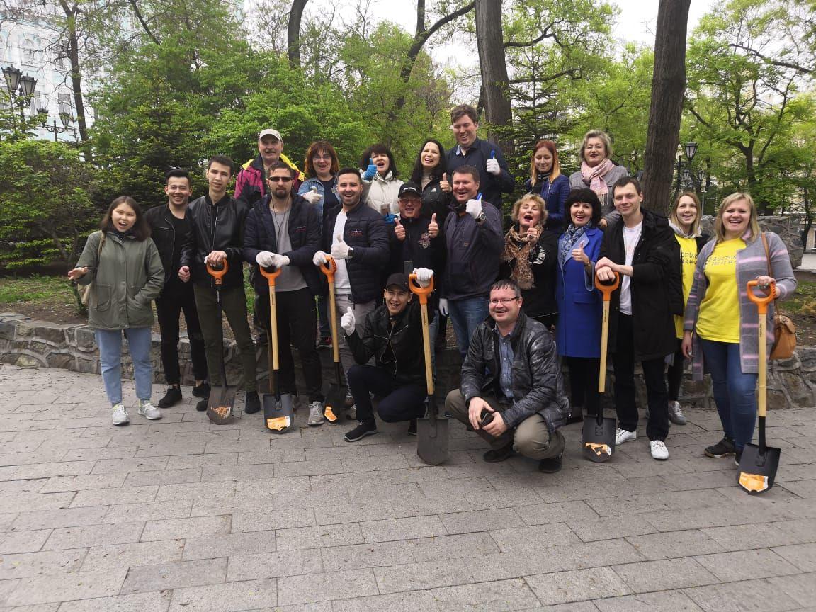 Студенты МИТГ приняли участие в работах по благоустройству Адмиралтейского сквера