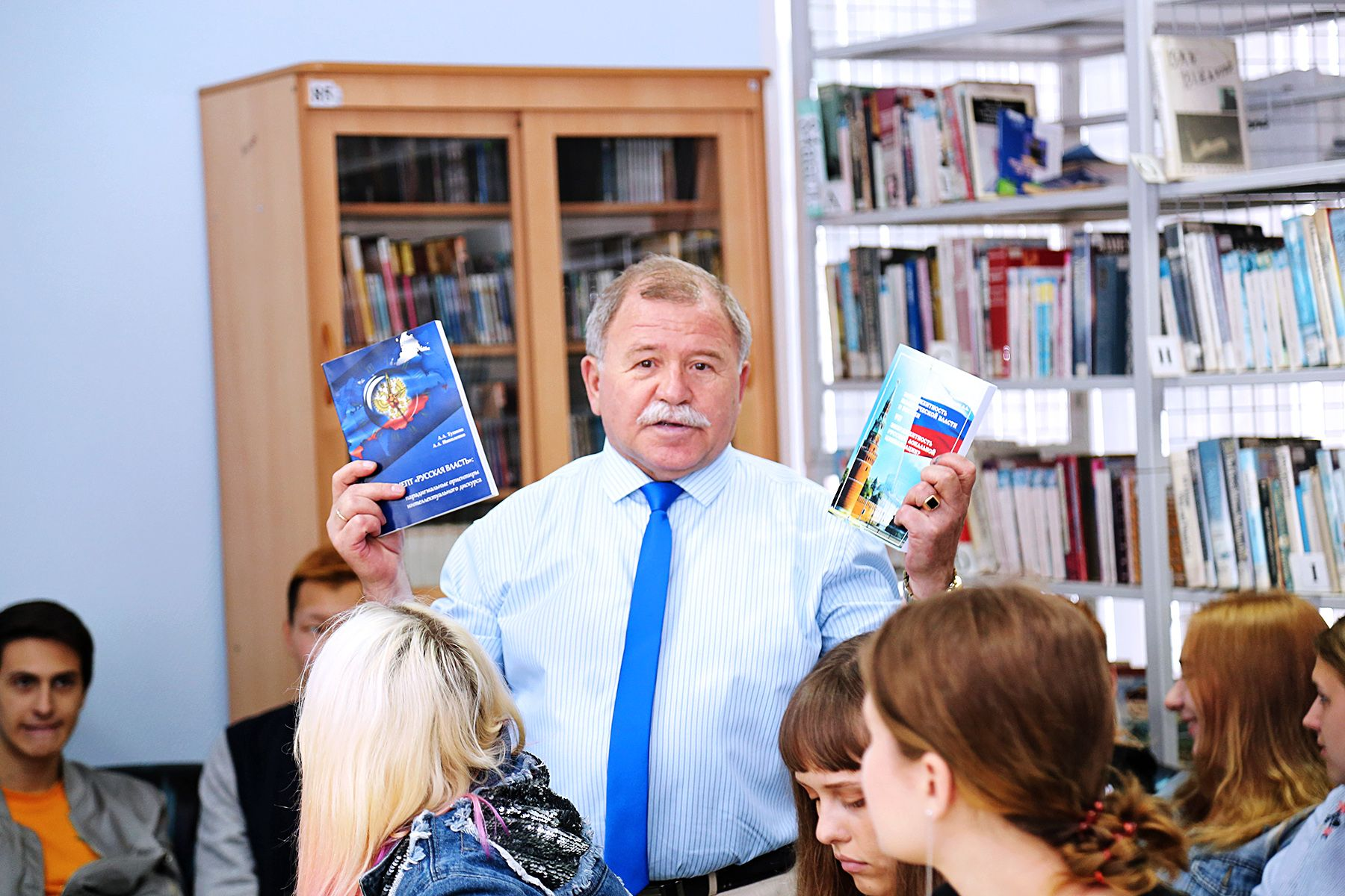 Научный труд преподавателей ВГУЭС позволит предсказать дальнейшее развитие политической системы России