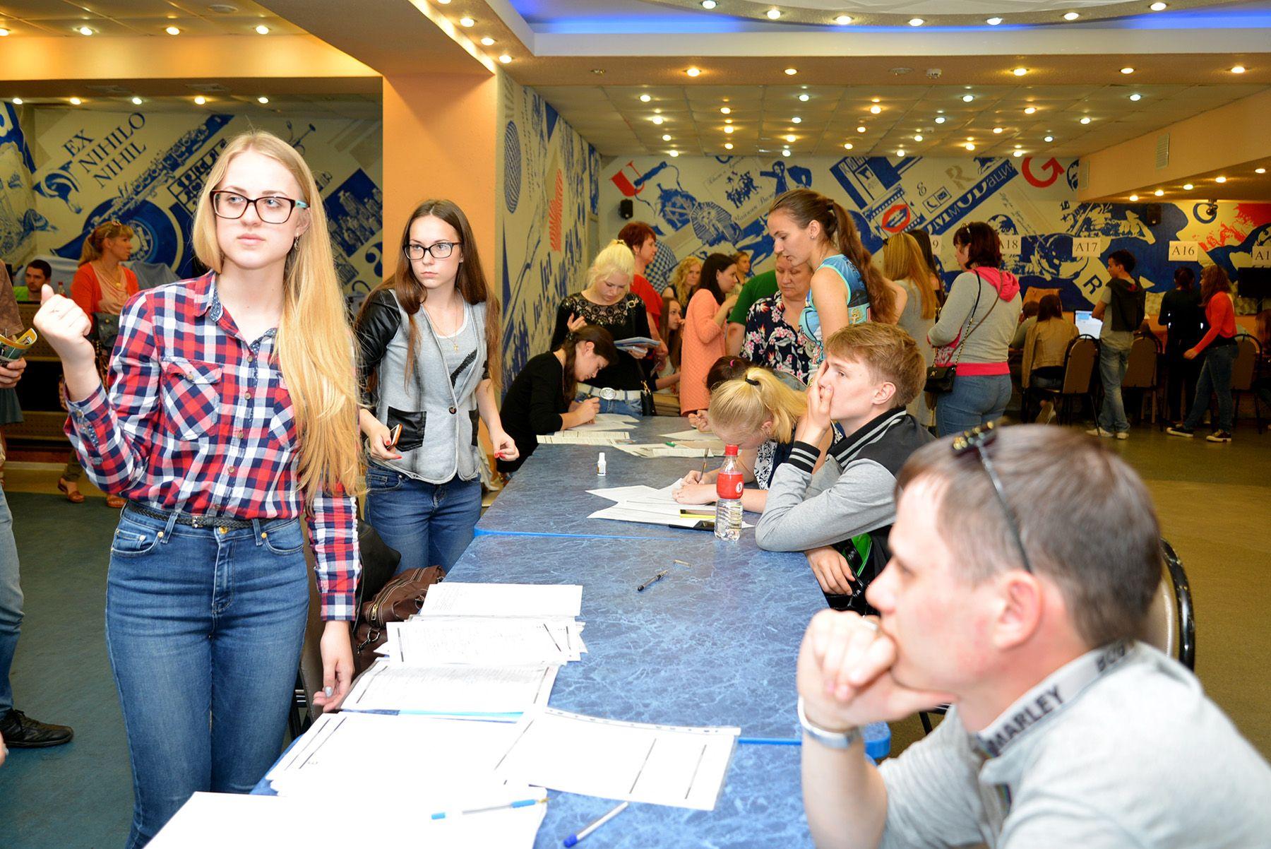 Более 4000 заявлений принято в приемной комиссии ВГУЭС