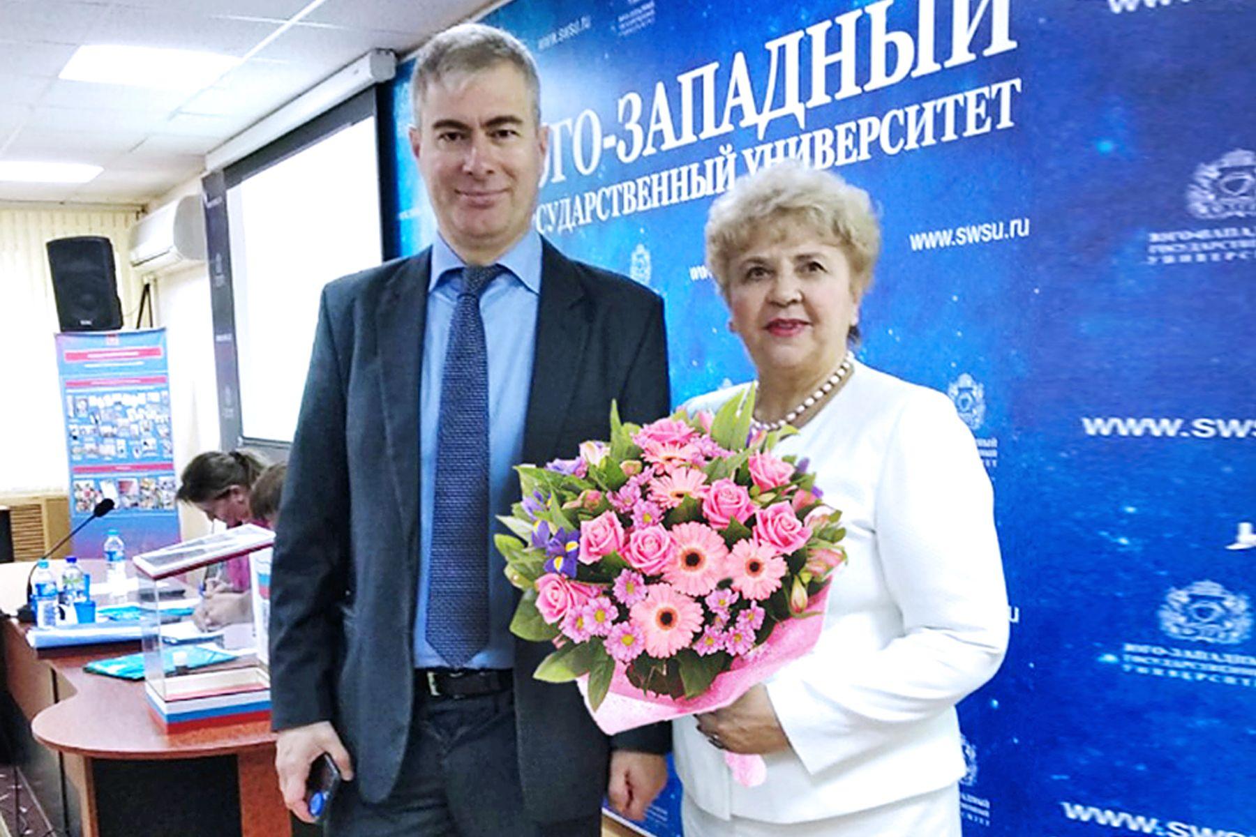 Поздравляем Петра Петрищева, ассистента кафедры экономики и управления ВГУЭС с защитой кандидатской диссертации