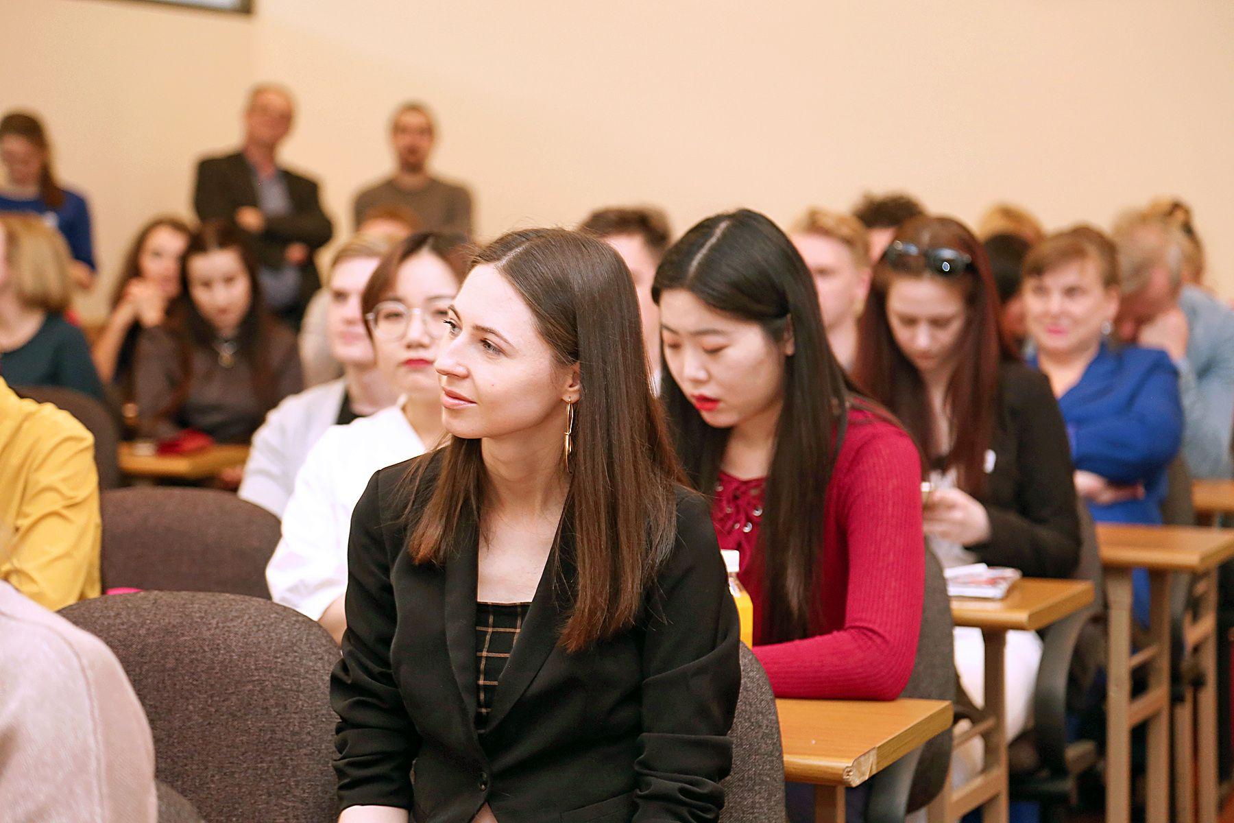 Молодые учёные вузов России и зарубежья представили своё видение интеграции науки и практики на международной конференции во ВГУЭС