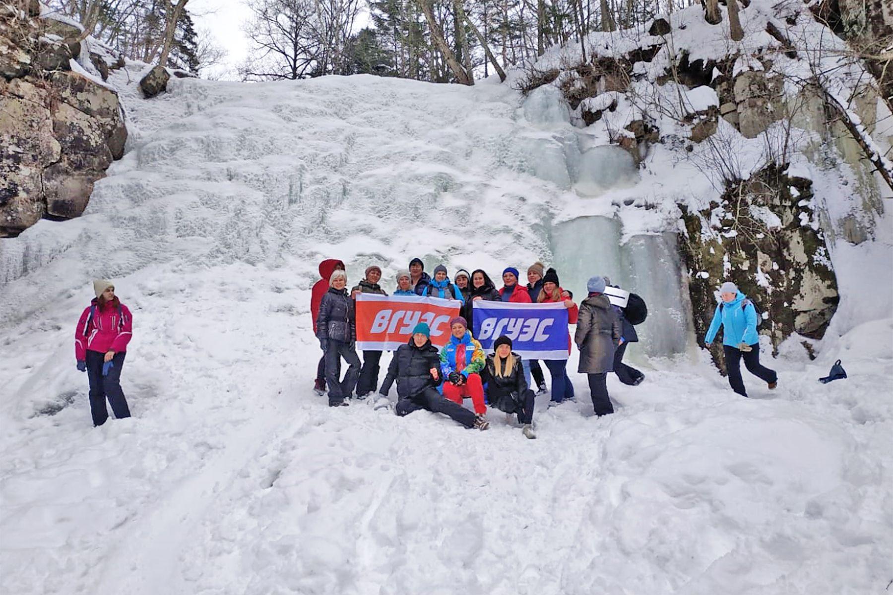 Маршрут выходного дня коллектива ВГУЭС: прогулка к ледяному водопаду