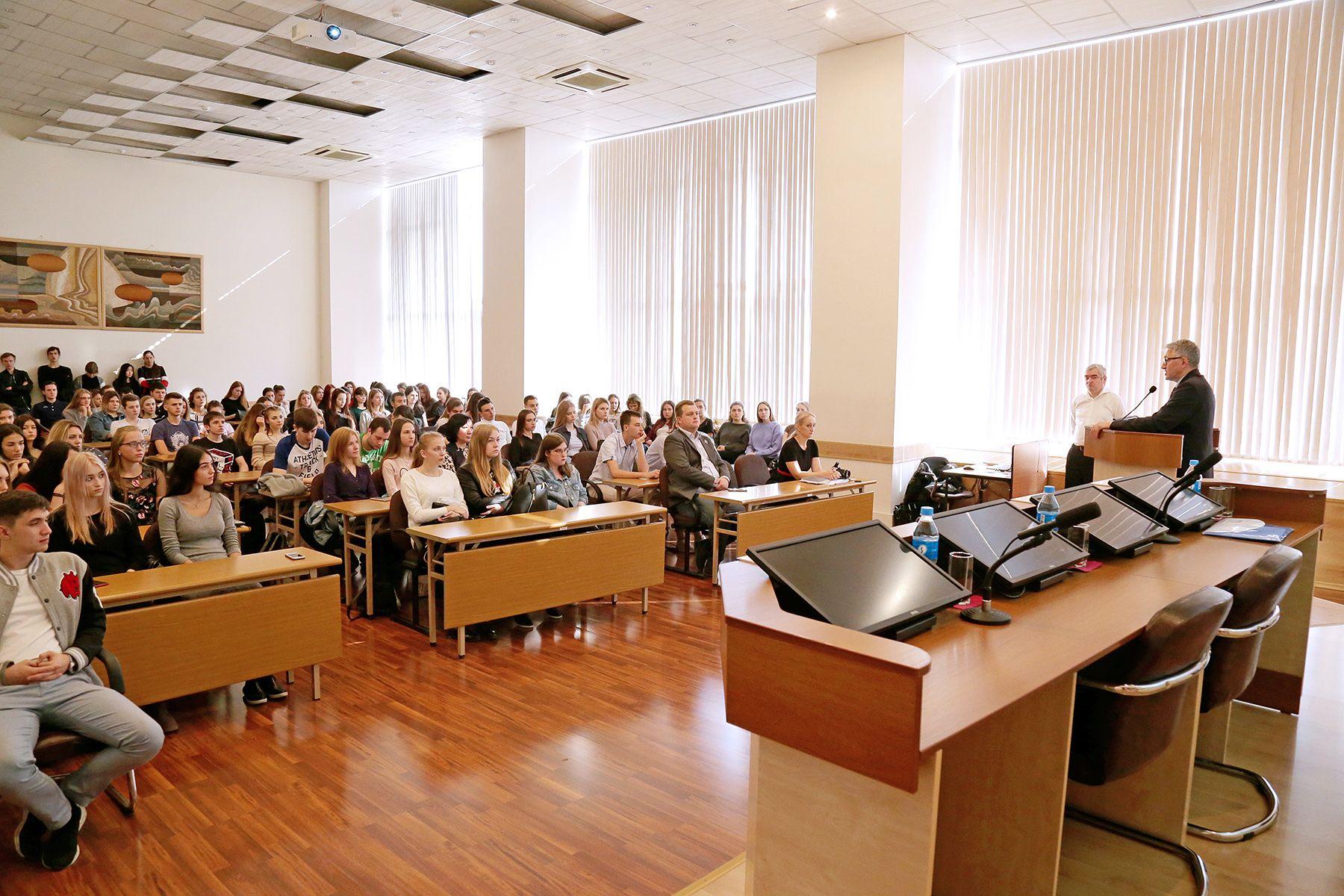 Студенты ВГУЭС узнали, как грамотно инвестировать