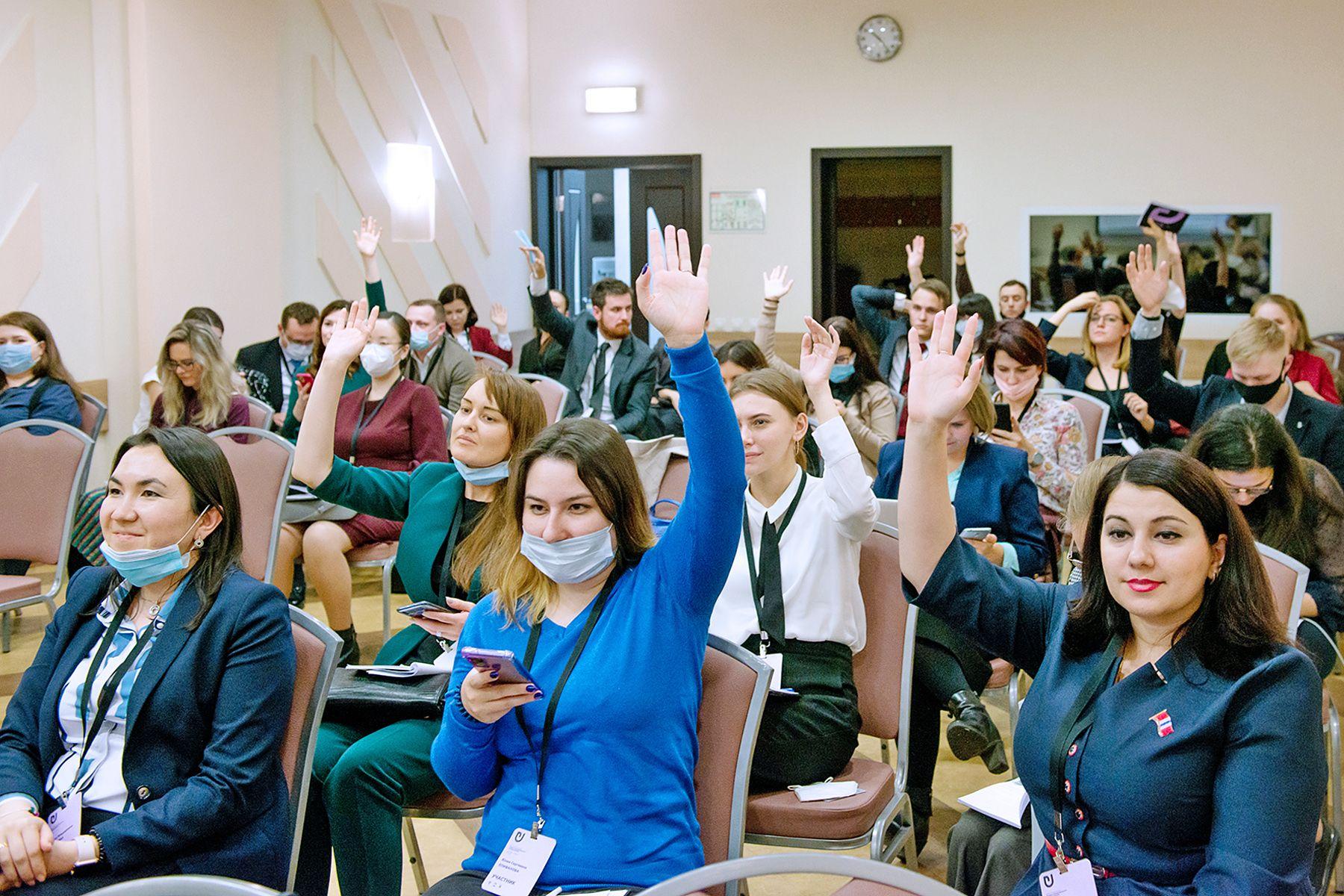 Специалист отдела международной академической мобильности Юлия Епифанова представила проект ВГУЭС в финале Всероссийского конкурса «Лидеры международного сотрудничества»