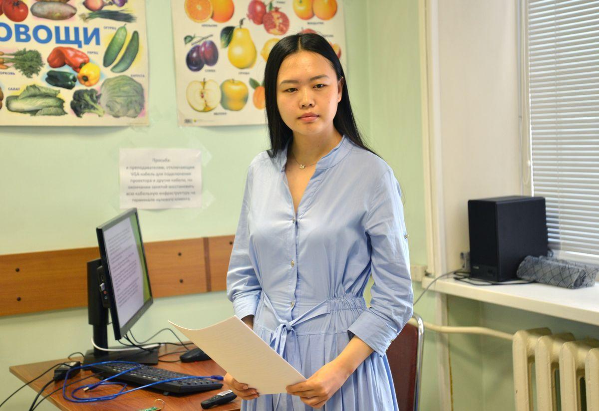 Пора дипломов во ВГУЭС: что русскому злость, то китайцу уныние - не новая поговорка, а научный факт