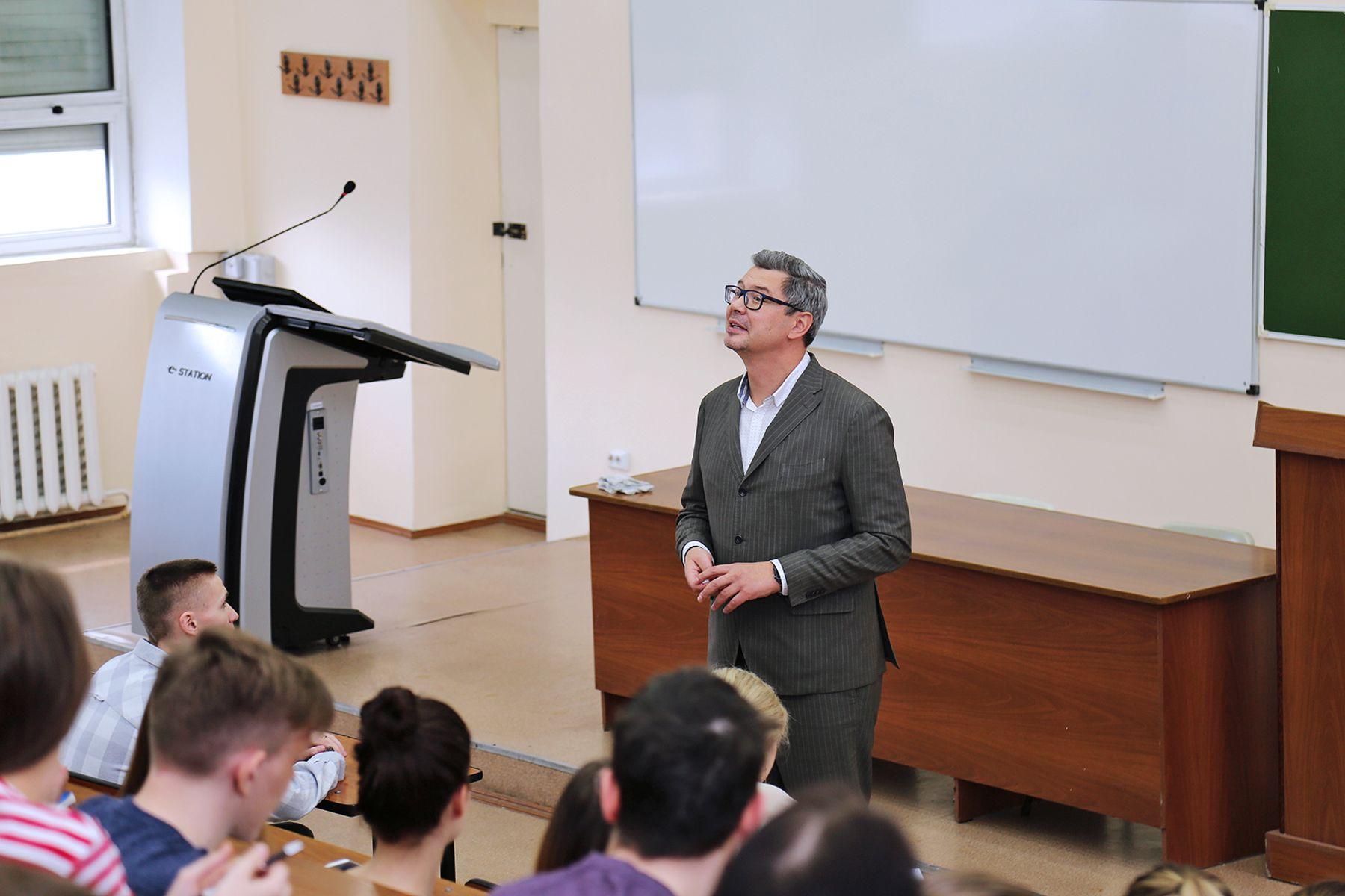 «Твои права в современном мире»: открытые лекции для старшеклассников проходят во ВГУЭС