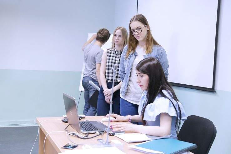 Из студентов – в предприниматели. Демоэкзамен проходит во ВГУЭС