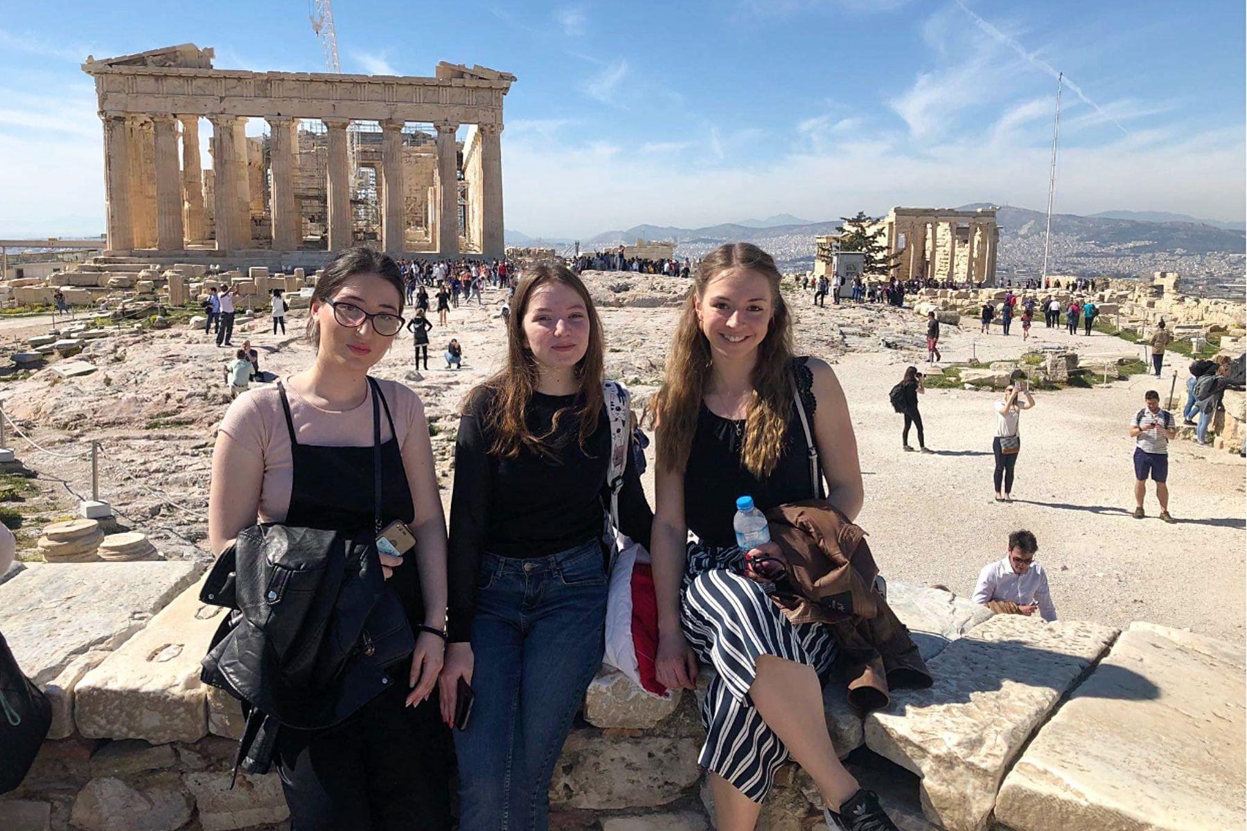 Первокурсница ВГУЭС прошла стажировку в Университете Западной Аттики (Греция)