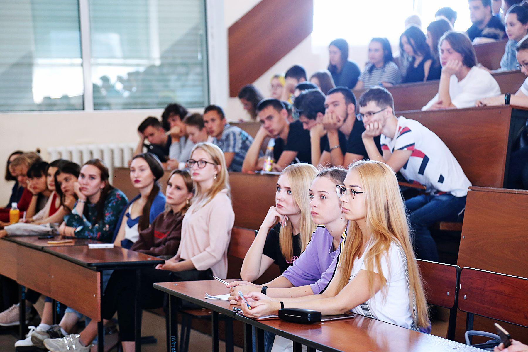 Первокурсники узнали о зарубежных вузах-партнерах ВГУЭС