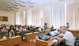Ректор и президент ВГУЭС озвучили трудовому коллективу главные задачи на текущий учебный год