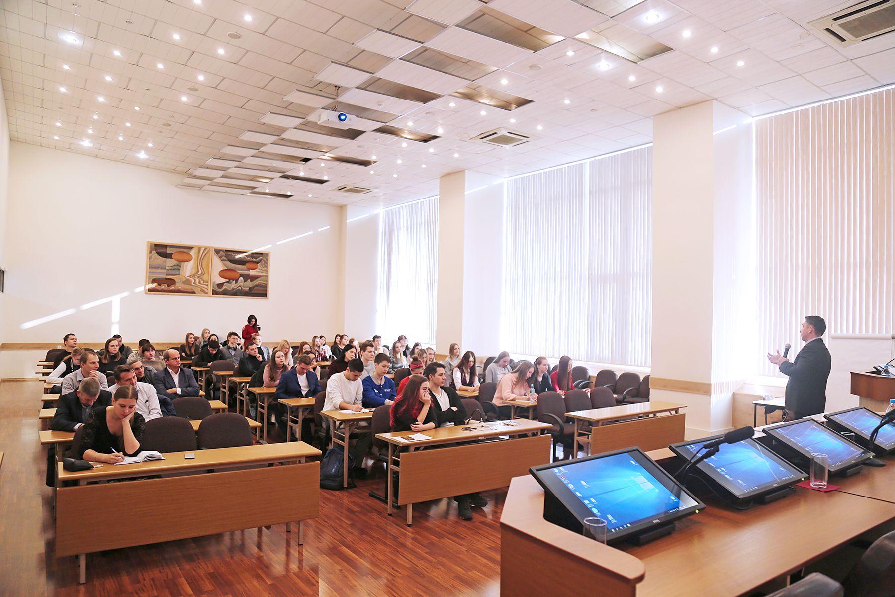 Адвокат Игорь Поляков во ВГУЭС: о законах, бизнесе и чиновниках