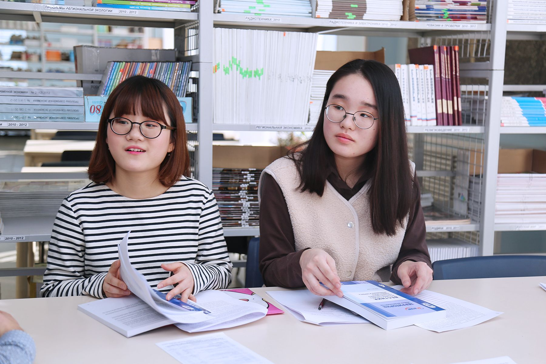 Студенты из Южной Кореи посетили библиотеку ВГУЭС