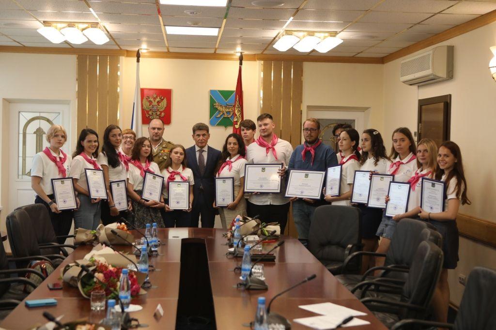 Губернатор наградил студентов ВГУЭС из педагогического отряда «Территория инициативы»