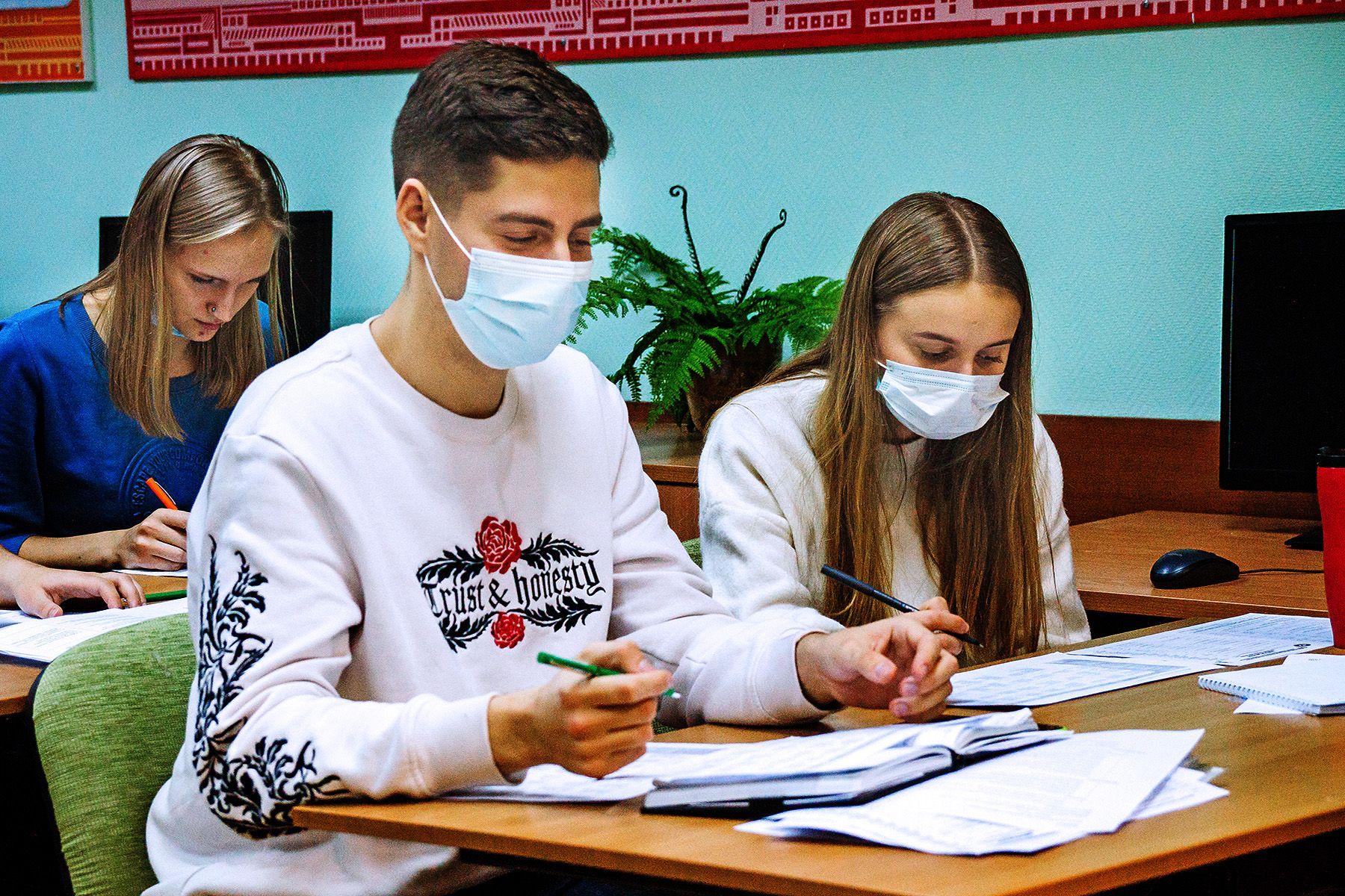 Осознанный выбор профессии: участники краевой профориентационной акции прошли обучение в центре «Абитуриент» ВГУЭС