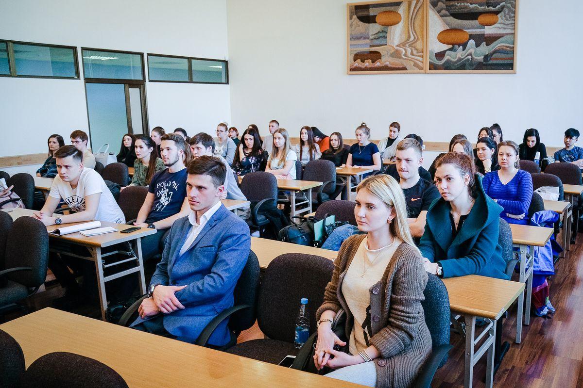 Студентам ВГУЭС рассказали об особенностях работы управления Следственного комитета РФ по Приморскому краю