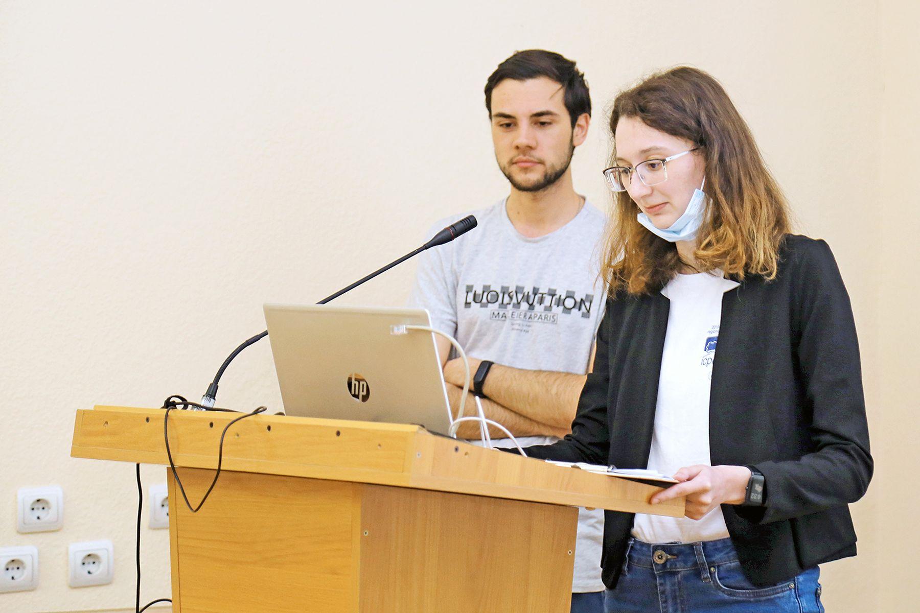 Студенты ВГУЭС представили 35 новых проектов, среди них – «Перчатка-пульт» на платформе Arduino и видеокурс на YouTube