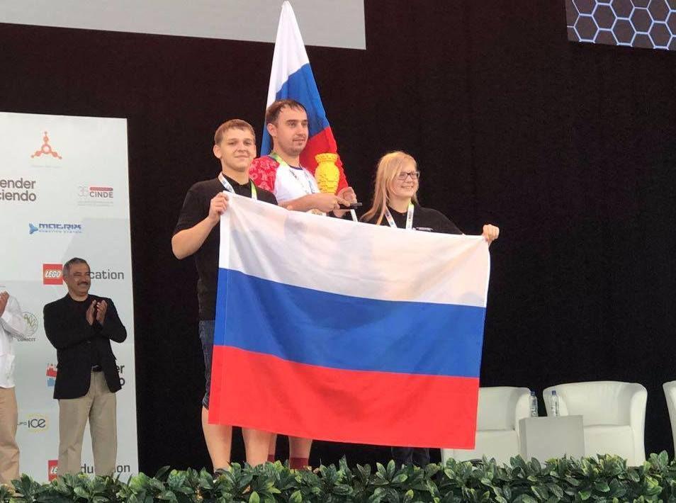 Чемпион World Robot Olympiad – 2017 учится в Международной лингвистической школе, созданной ВГУЭС