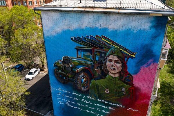 Автор эскиза граффити «Катюша» - студентка филиала ВГУЭС в г. Уссурийске Богданова Екатерина.