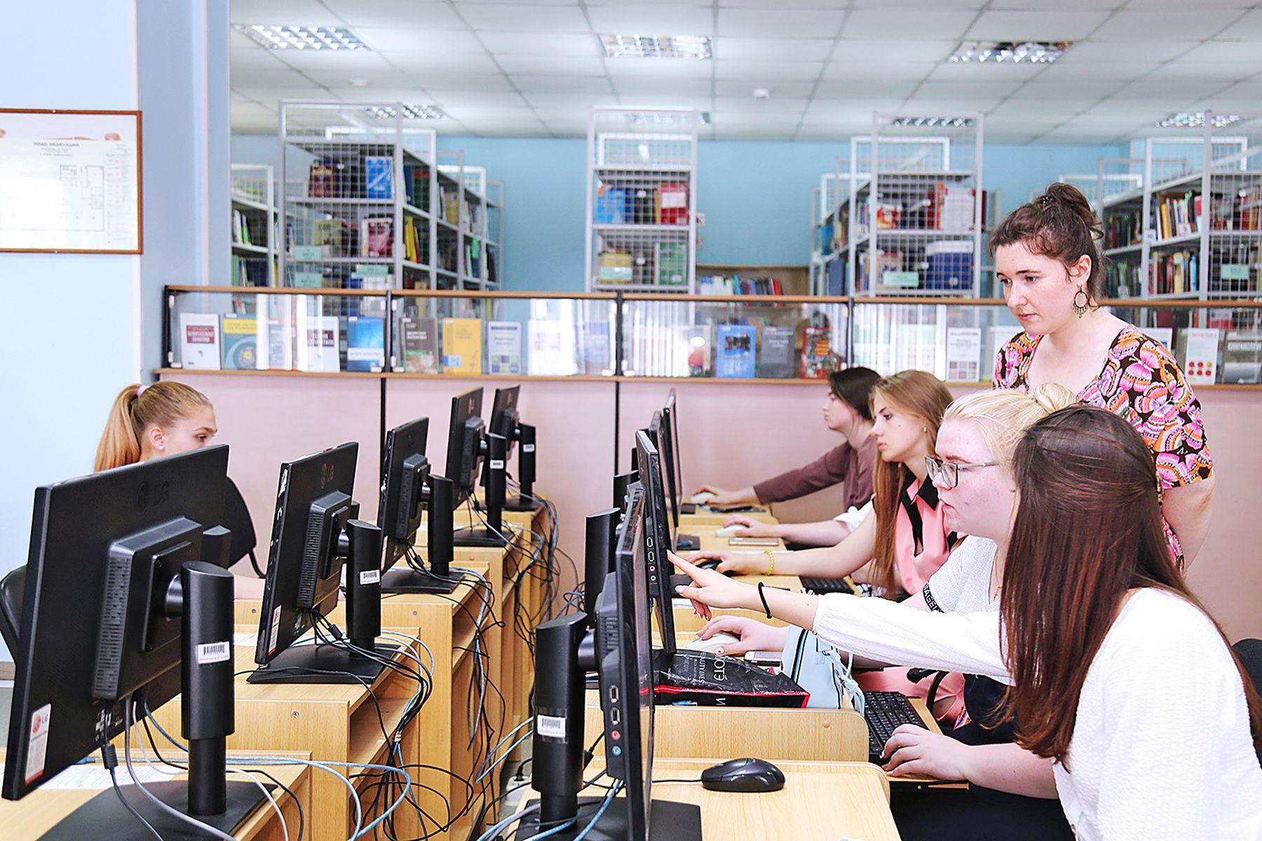 Первокурсники оценили оснащенность ресурсного информационно-аналитического центра ВГУЭС