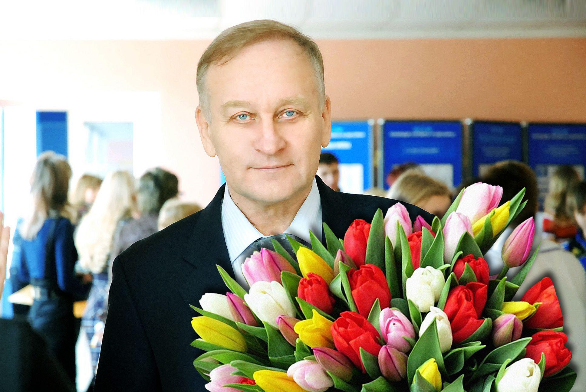 Поздравление президента ВГУЭС Геннадия Лазарева с Международным женским днем