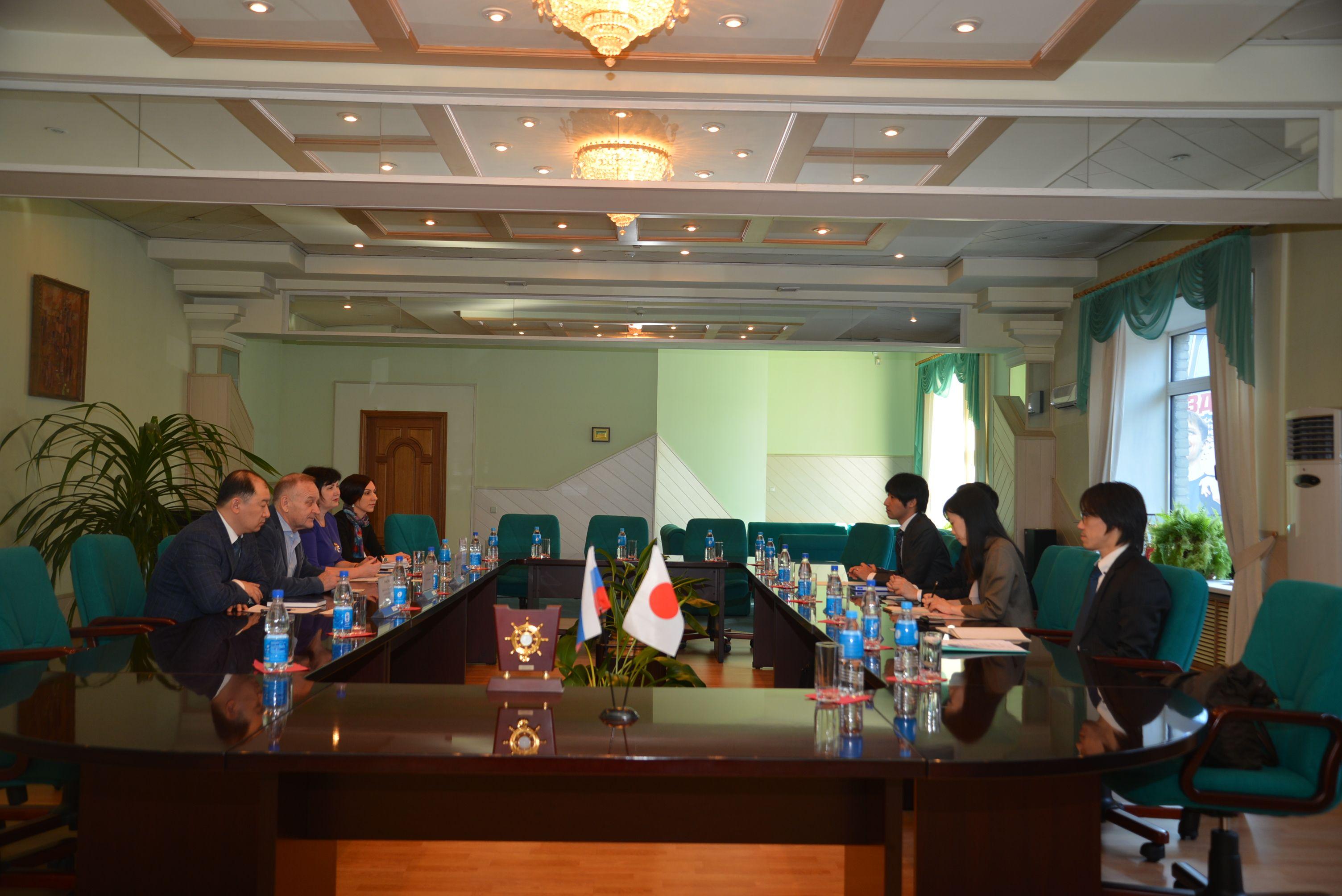 Президент ВГУЭС, профессор Геннадий Лазарев встретился с японским профессором университета Нандзан г-ном Хосино Масахиро